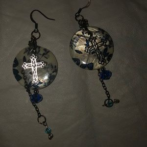 3/20$ ALL JEWELRY cross and circle dangle earring